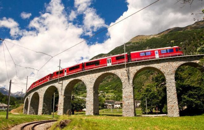 Bernina Express giro panoramico in treno sul loop Brusio
