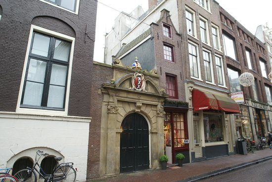 Most Unique Things To Do In Amsterdam - The Smallest House