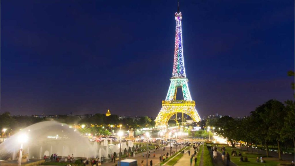 Watch The Free Light Show At The Eiffel Tower